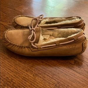UGG Tan Dakota Women's moccasins size 7